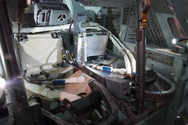アポロ司令船 訓練用シミュレータの内部 [photo: Travel Online News]