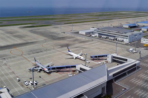 中部国際空港管制塔・見学ルームからの眺め [photo: Travel Online News]