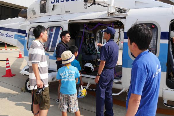 ヘリコプターの見学の様子 [photo: Travel Online News]