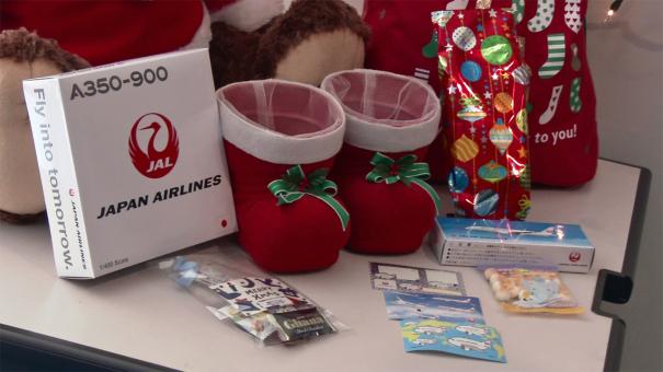 乗客に配られたクリスマス・プレゼント [photo: Trave Online News]
