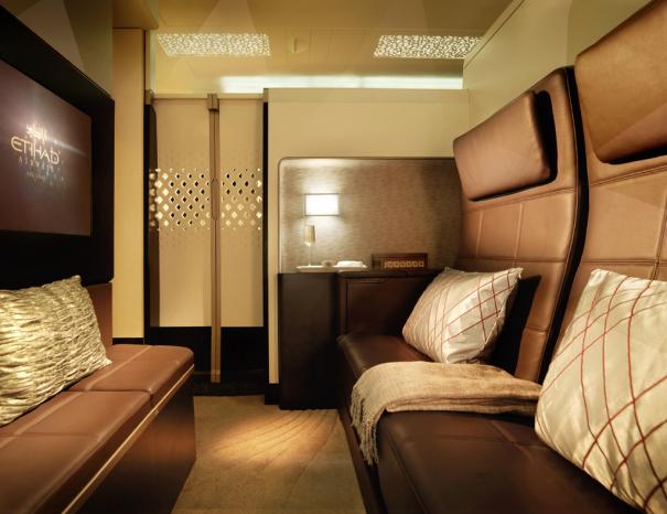 """エティハド航空 A380の新シート """"The Residence"""" リビングルーム [photo: エティハド航空]"""