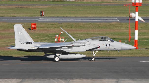 帰投するF-15J戦闘機(入間基地航空祭2016)