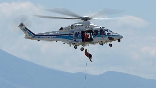 海上保安庁ヘリコプターによる救助のデモンストレーション