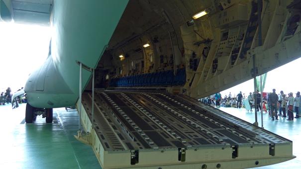 C-2輸送機の内部