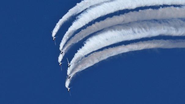 ブルーインパルスのアクロバット飛行