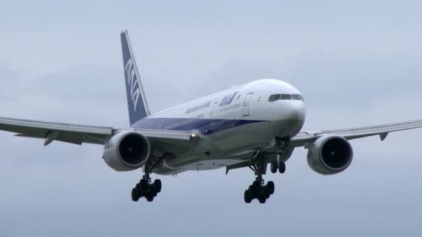 C滑走路に着陸する、ANAのボーイング777