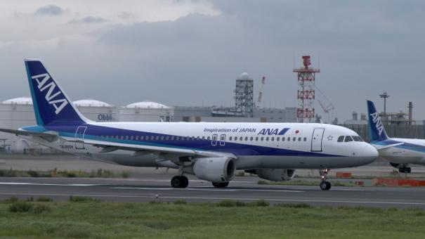 C滑走路を離陸する、ANAのエアバスA320