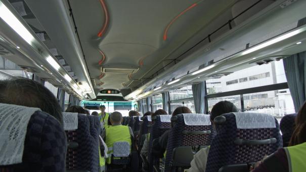 「滑走路見学ツアー」のリムジンバスの車内