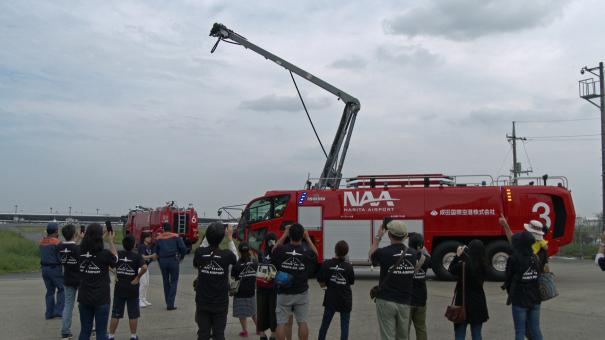 HRET(High Reach Extendable Turret:高位置対応伸展型放水銃)を装備した、空港用化学消防車