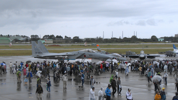 エプロン地区の自衛隊機の地上展示