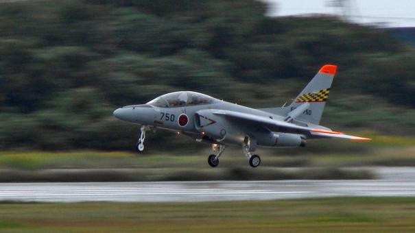 オープニング・フライトを終え着陸するT-4