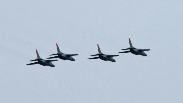 浜松基地所属のT-4 4機によるオープニング・フライト