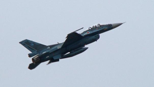 軽快な機動飛行を披露したF-2