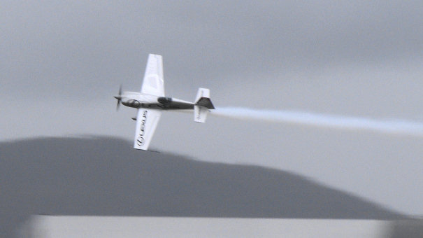 室屋義秀氏によるアクロバット飛行